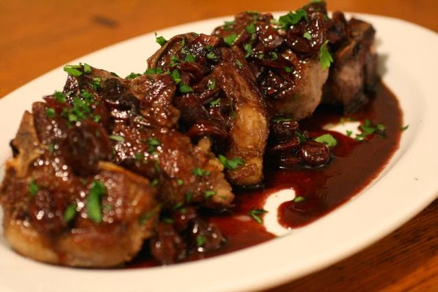 Cherry-sauce-over-meat