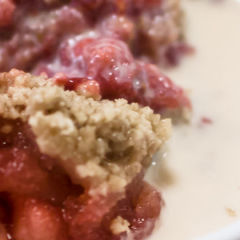 Luscious Strawberry Crumble