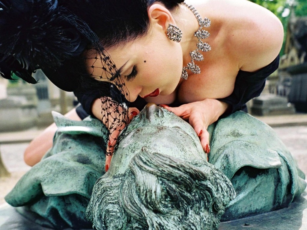 Dita Von Teese meets Victor - photo: Christophe Mourthé / http://www.dita.net