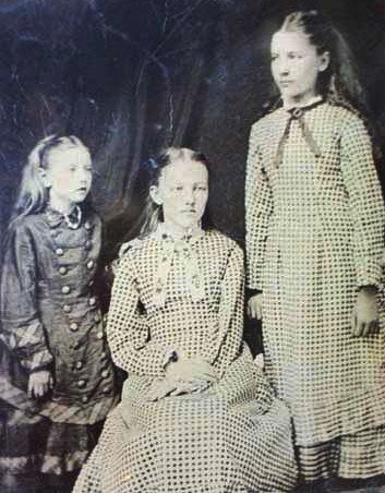 The-Ingalls-Sisters-laura-ingalls-wilder-294606_353_452