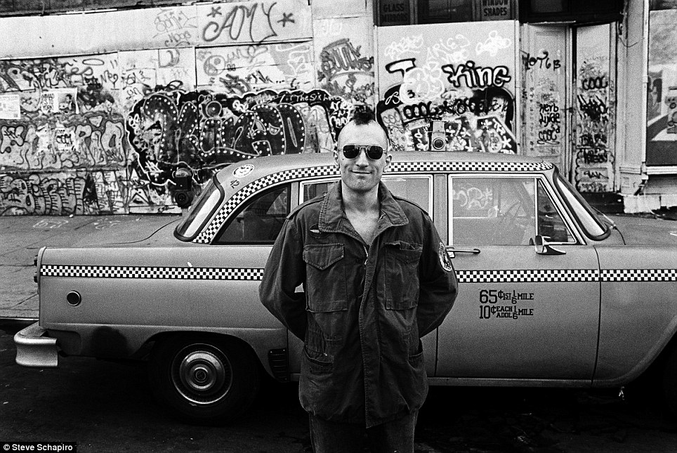 Robert Di Niro - on the set of Taxi Driver