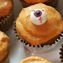 Pumpkin Spice Eyeball Cupcakes