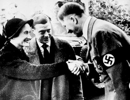 (FILES) Picture dated 23 October 1937 of the Duke of Windsor (C), the great great uncle of Prince Harry, and his wife Wallis Simpson meeting the German Chancellor Adolf Hitler. Prince Harry has apologised after being pictured in a Nazi uniform at a fancy dress party. The Sun's front page showed the Prince, with a cigarette and drink in hand, wearing a swastika armband. EPA/STR UK AND IRELAND OUT +++(c) dpa - Bildfunk+++